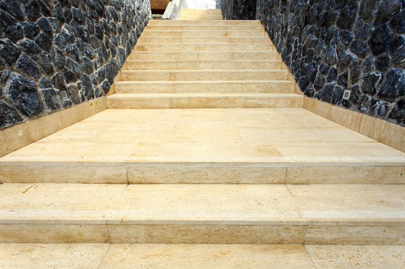 travertin-exterieur-escalier