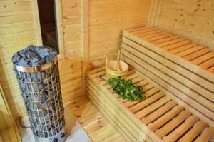intérieur et poêle du sauna extérieur