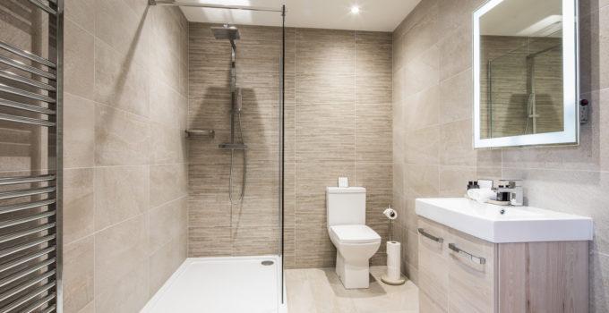 salle de bain sans fenêtre couleurs claires